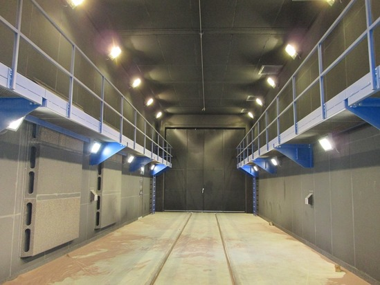 Blastroom for rolling stock vehicles with side platforms
