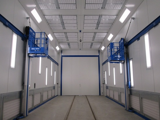 Combined paint spraying and drying cabin with lifting platforms