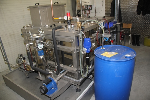 Process water treatment as addition to cleaning booths
