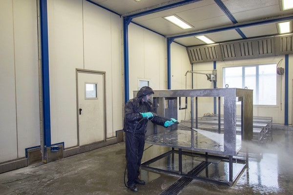 Telescopic cleaning booth